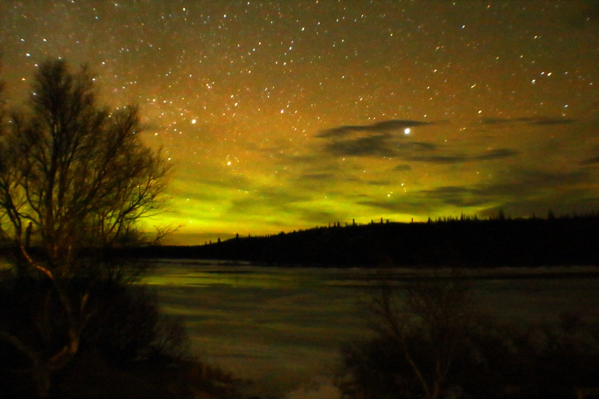 northern lights lit up the coldness of the night That would make your blood run cold the northern lights have seen queer  sights  but the queerest they ever did see was that night on the marge of lake  lebarge  but you promised true, and it's up to you to cremate those last remains .