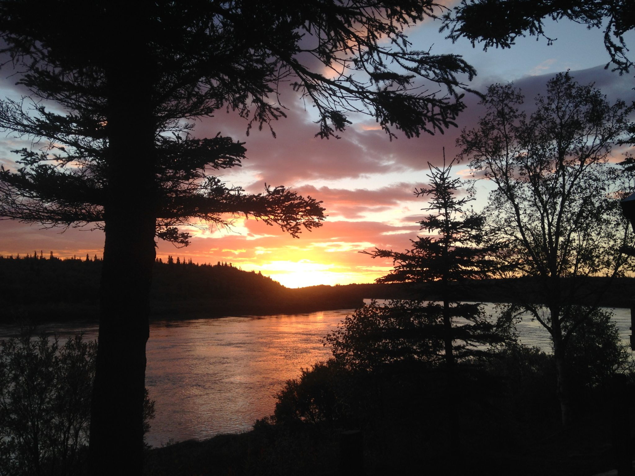 Experience sunrise and sunsets in alaska no see um lodge for Sunset lodge
